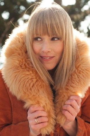 Fiona Graham stars in ELSEWHERE, NY